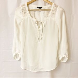 American Eagle White Lightweight 3/4 Sleeve Top